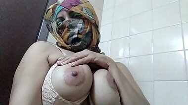 Real Arab Muslim Mom In Niqab Hijab Masturbates Creamy Juicy Pussy To Squirt Orgasm With BIG Dildo